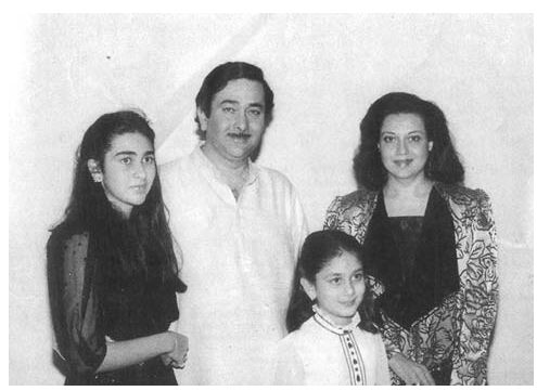 Little Kareena with mom,dad and sis.